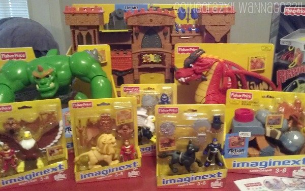 Imaginext® Eagle Talon Castle and accessories #FisherPricePlaydate