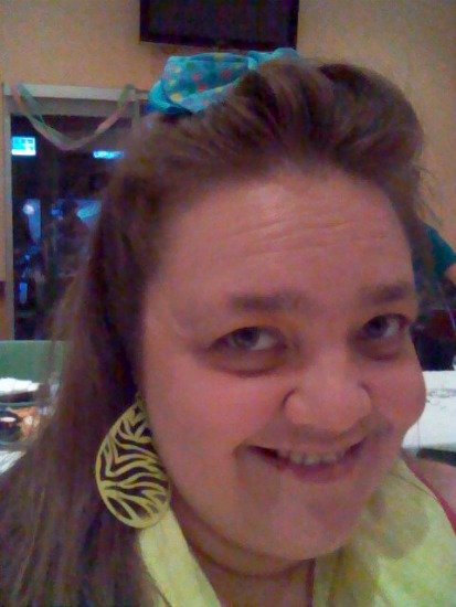wearing my polka dot bow for 80s night #SoFabCon
