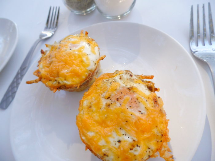Baked Eggs in Sausage Hashbrowns Cup #GoldrichYolk