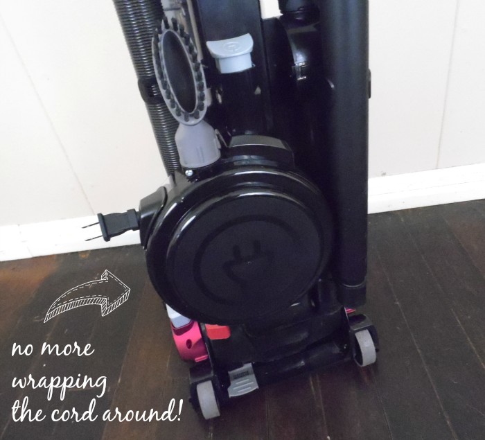 Automatic cord rewind on the Eureka SuctionSeal 2.0 Rewind #EurekaPower #CollectiveBias #ad