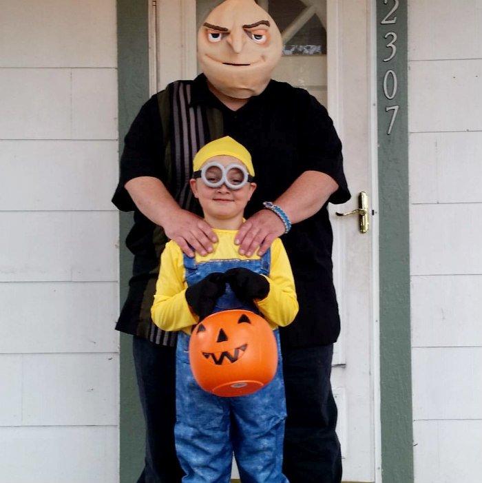 Minion and Gru at Halloween